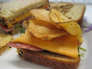 potato-chips-in-a-sandwich